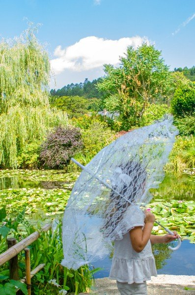 Emilyn at Giverny 01