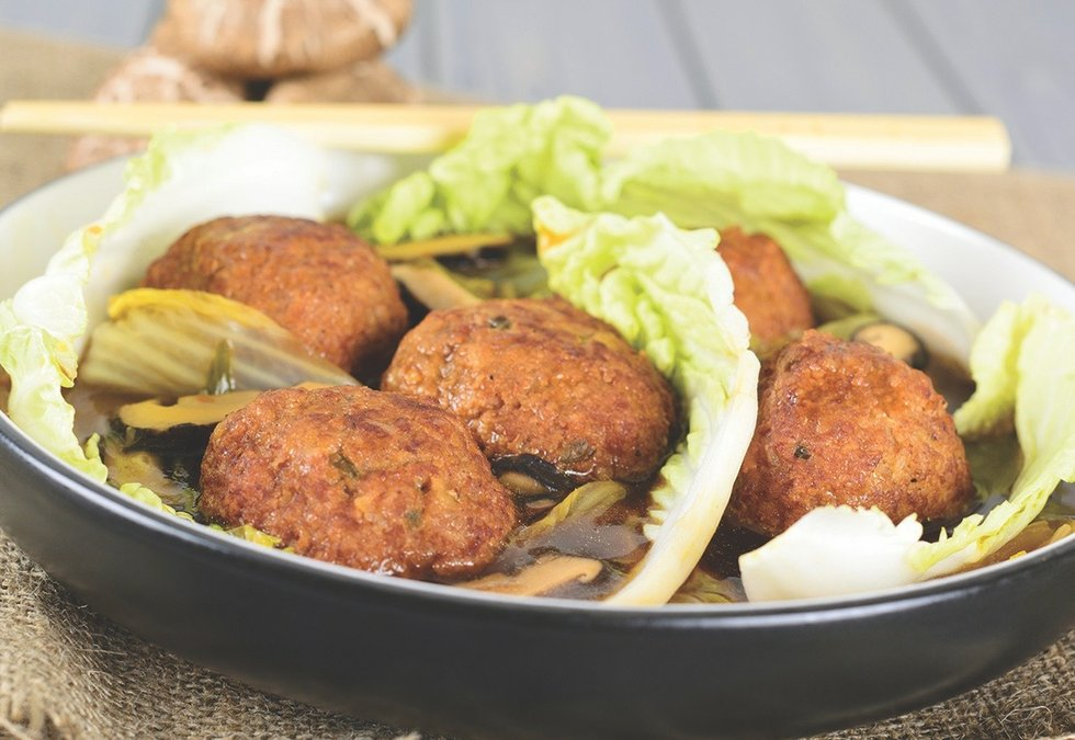 Lion's Head Meatballs - Chinese pork meatballs & nappa cabbage