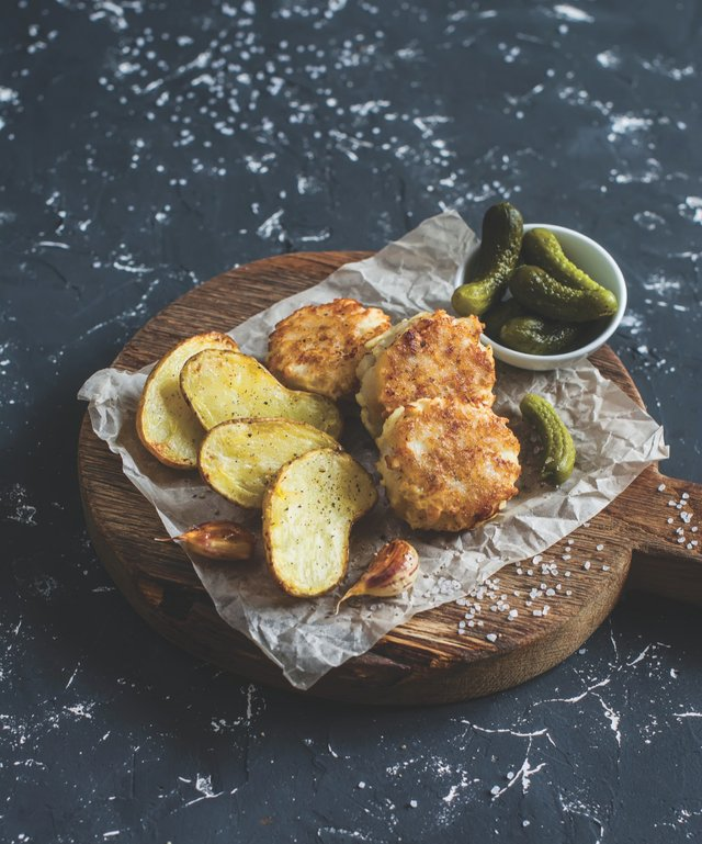 Frikadeller with potatoes and pickles