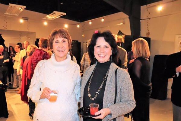 Carolyn Kelly, Linda Woodall