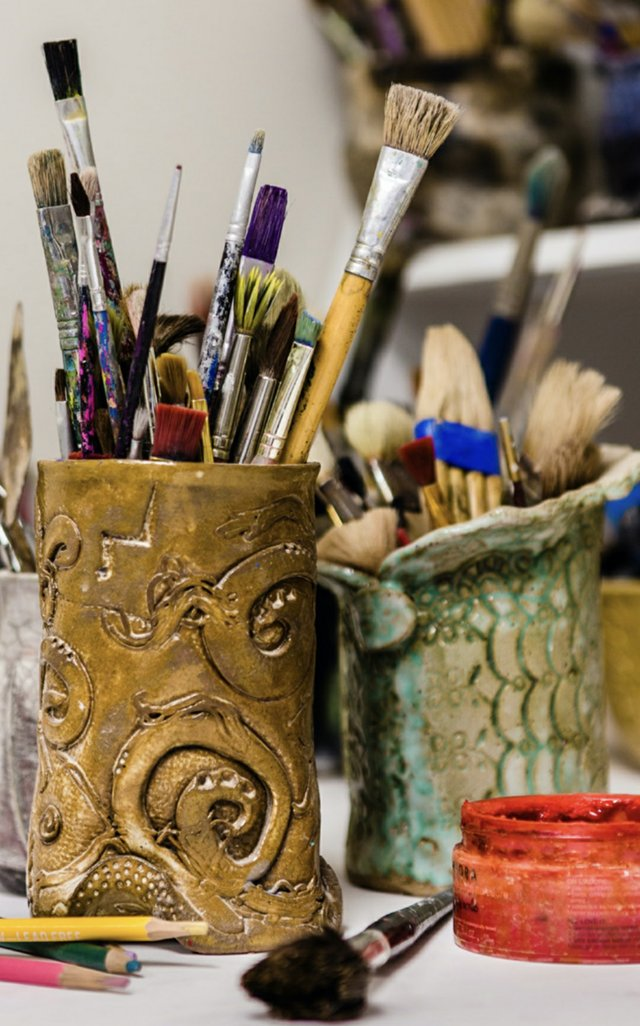 Brushes and pottery at GVA