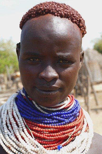 Karo woman cropped hair