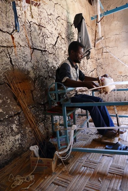 Dorze tribe men weaving