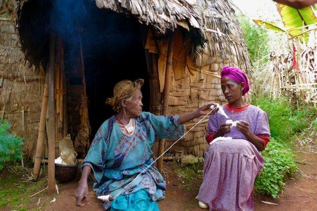 Dorze women spinning yarn