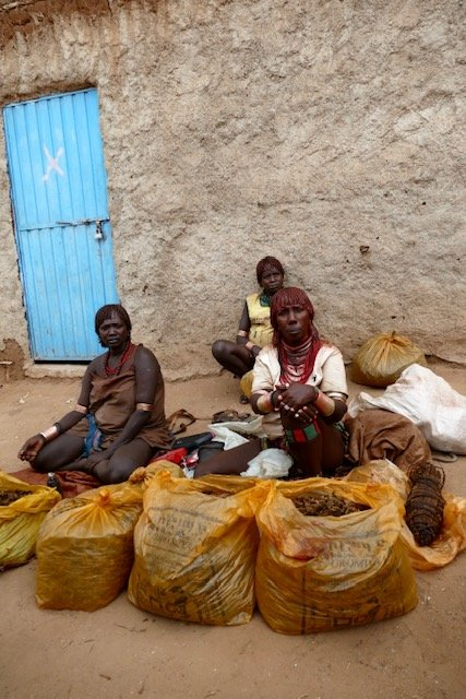 Women selling tobacco