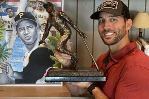 Adam Wainwright Wins  MLB's Roberto Clemente Award
