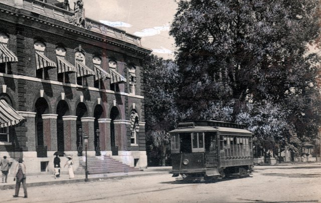 A streetcar in front of today's City Hall.