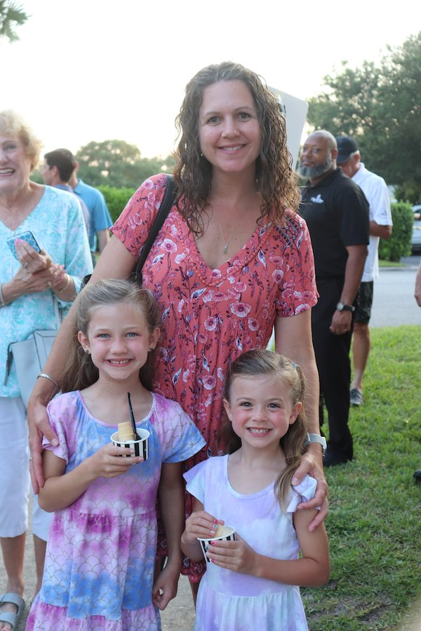 Shannon Hayes with daughters Ellie and McKenzie