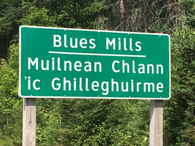 Gaelic road sign Cape Breton.JPG