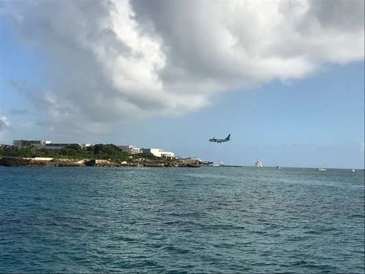 St Maarten jet landing.JPG.jpg