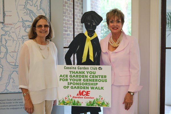 Dawn Hart of ACE Garden Center with Event Chair Liz Demato