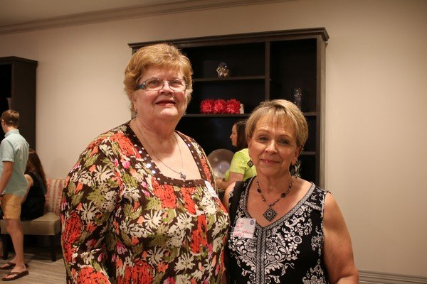 Diane Brewer, Vicki West